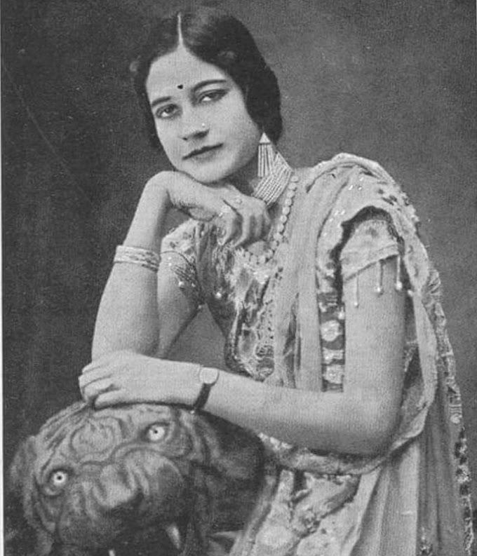 पर्दे की बुलबुल के नाम से मशहूर इस गायिका व अभिनेत्री की  71 गानों वाली ब्लॉकबस्टर फिल्म का आज भी कायम है World Record !