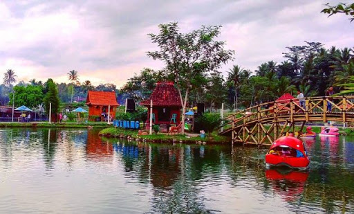 Wisata Waterpark di Umbul Bening Sumbergondo Banyuwangi