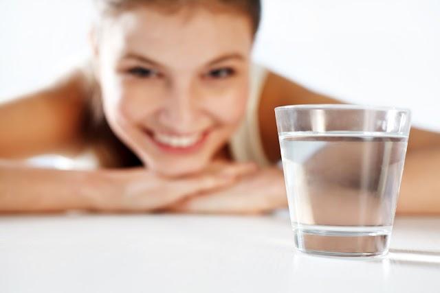 ¿Cuánta agua debo beber si peso 200 libras?