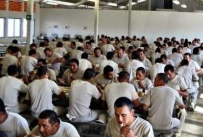 Resultado de imagen para presos comiendo mexico