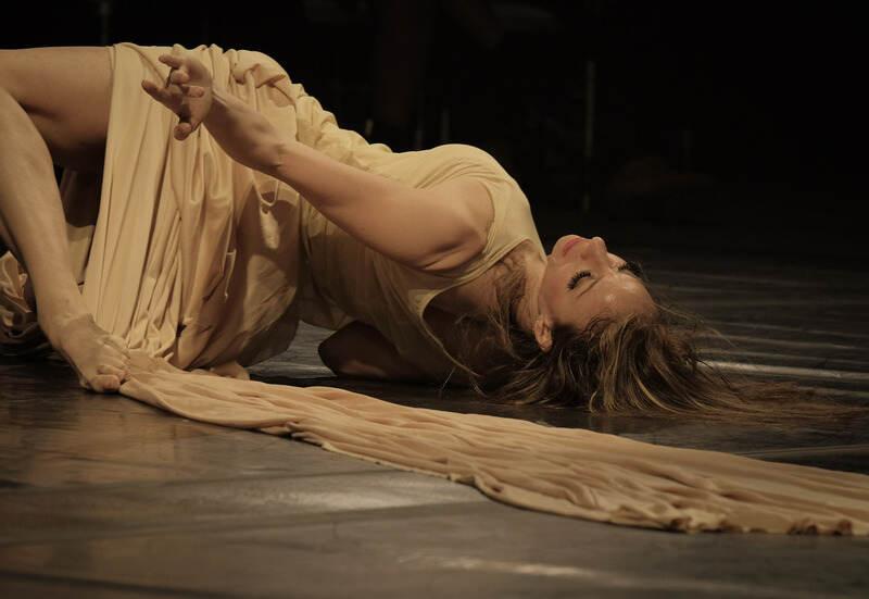 Nesta semana, o Teatro J. Safra, São Paulo, apresenta o espetáculo de dança Metamorphosis com Maria Caruso, entre os dias 20 e 21 de agosto, sexta e sábado, às 21h.