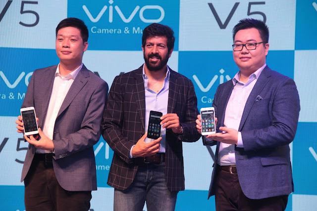 Mr. Kabir Khan Bollywood Director (Center)& Mr. Kent Cheng- CEO- Vivo India (Left) and Mr. Vivek Zhang- CMO- Vivo India at the lauch of the launch of Vivo V5 (2)