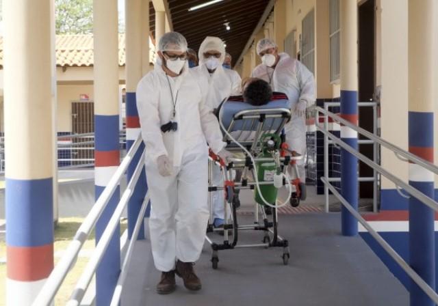 Brasil já tem três estados com 100% de ocupação hospitalar
