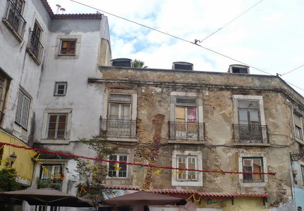 Case decadenti nell'Alfama