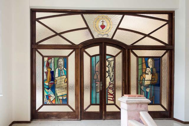 Uma porta na Santa Casa de Curitiba