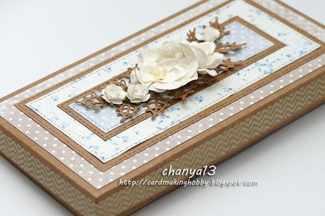 pudełko ozdobione taśmą washi i kwiatami