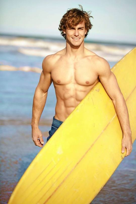 sexy-curly-surfer-dude-shirtless-fit-body