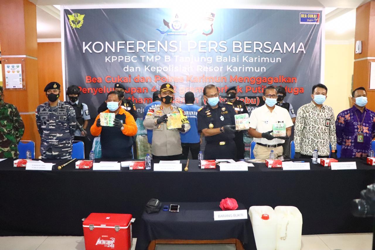 Tim Panter Satresnarkoba Polres Karimun bersama Bea Cukai Amankan Sabu Seberat  4,242 Kg