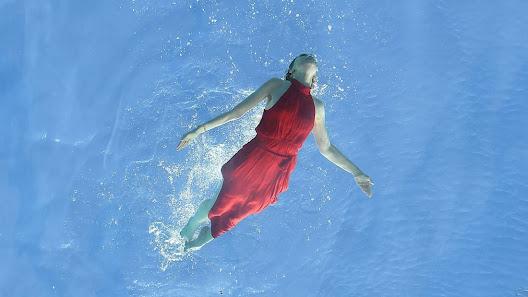các người mẫu có thể trải nghiệm được hồ bơi để mang đến những tấm hình quảng bá cho sự kiện