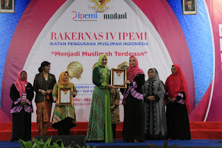 Bupati Faida Terima Penghargaan Top Eksekutif Muslimah 2019