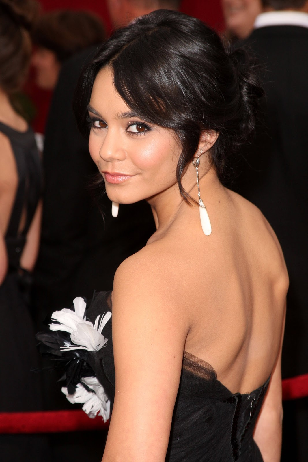 Women Beauty Tips 10 Teen Celebrity Vanessa Hudgens Haircuts