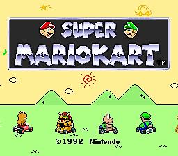 Captura de la pantalla de título de Super Mario Kart. Debajo del texto Luigi, Bowser, la princesa Peach y Koopa Troopa en sus karts