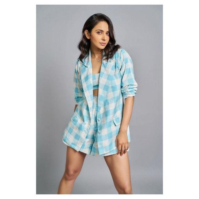 Actress Gallery: Rakul Preet Singh New Pictures