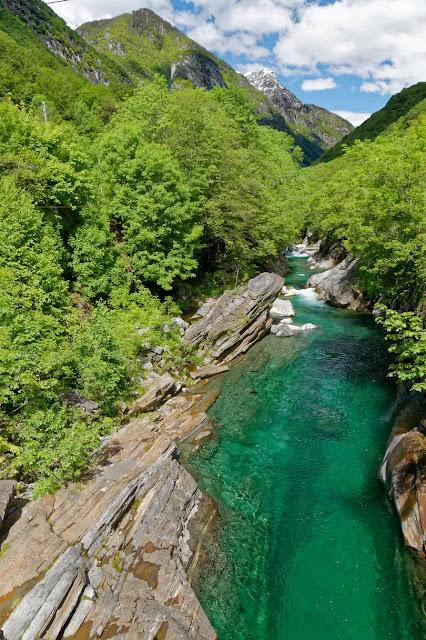 वेरज़स्का नदी (Verzasca) क्यों है दुनिया में इतनी मशहूर ?