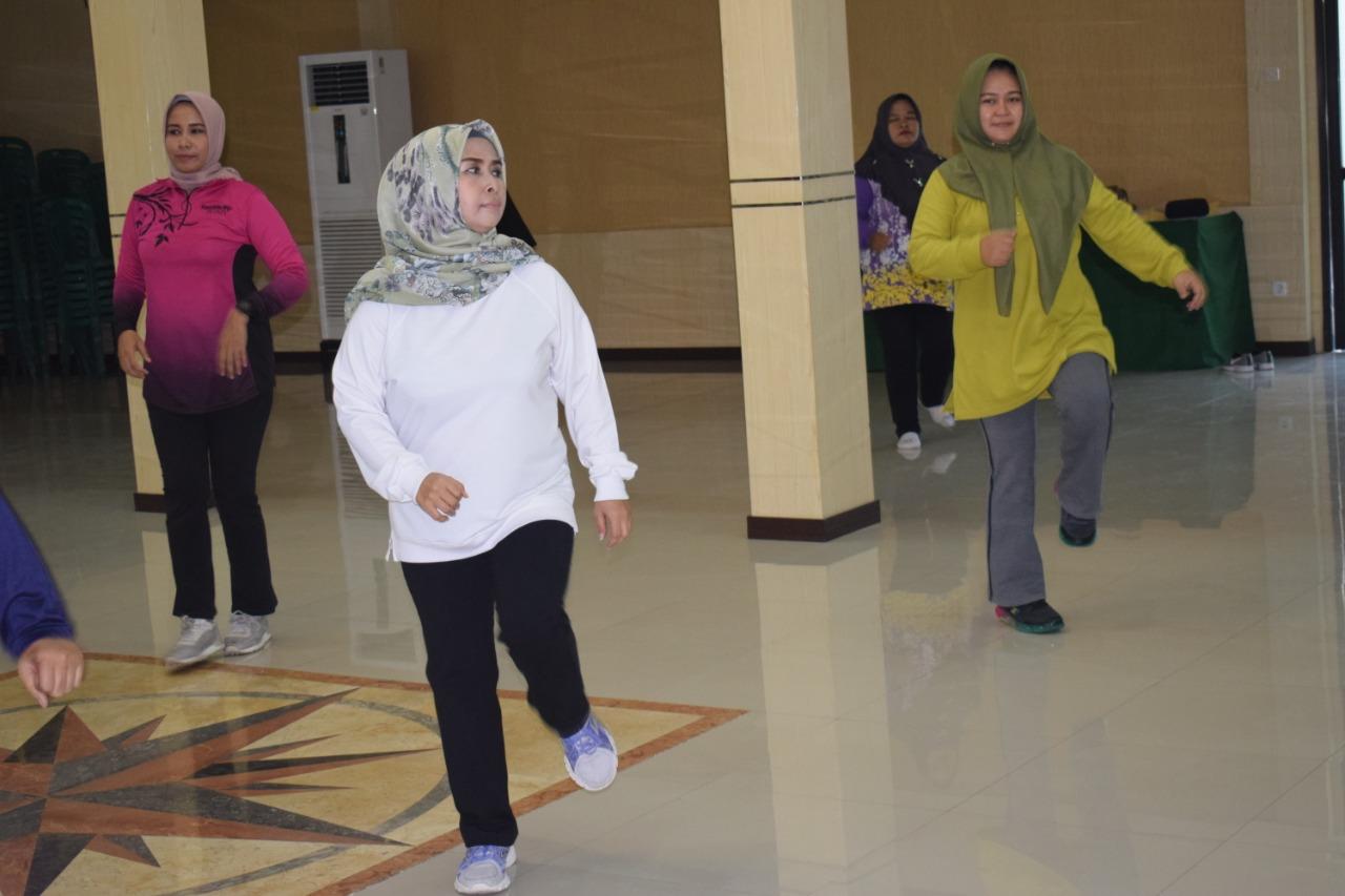 Dengan Olahraga, Ketua Persit Korem 081/DSJ Tanamkan Budaya Hidup Sehat
