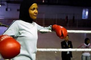 Nadya Madahma, 5 Wanita Berjilbab dengan Profesi Tak Lazim