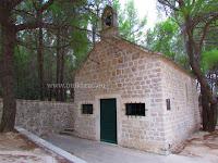 Crkvica sv. Petar i Pavao, Zlatni rat, Bol, otok Brač slike