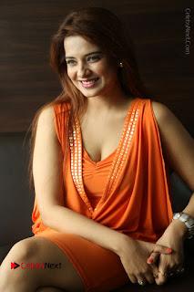 Actress Saloni Aswani Pos in Short Dress at Meelo Evaru Koteeswarudu Movie Interview  0214.JPG