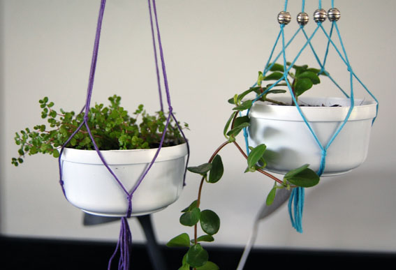 http://lusineabulle.blogspot.com/2015/05/upcycling-plantes-suspendues-dans-un.html