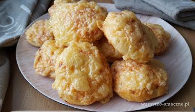 Bułki cebulowe z serem