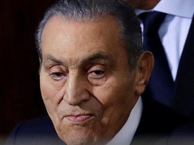 استعدادات مكثفة لتشبيع جثمان مبارك ونشطاء ثورة يناير يهاجمون فترة حكمه