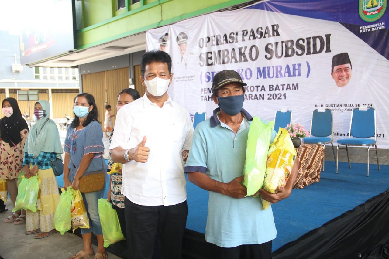 Walikota Batam Meninjau Operasi Pasar Sembako Subsidi