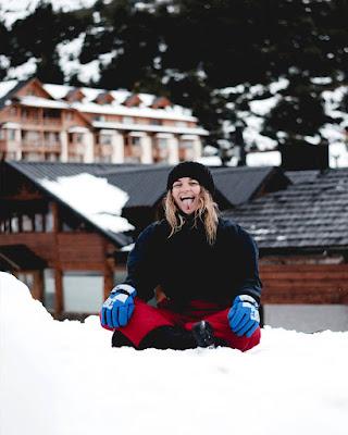 pose en la nieve sentada tumblr