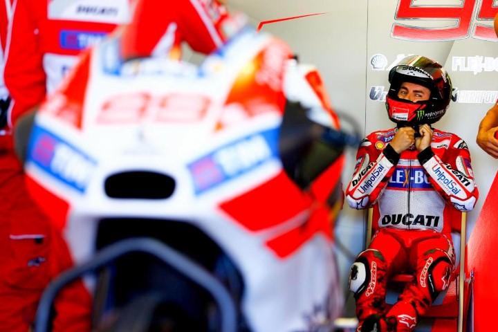 MotoGP 2017 : Ini penyebab catatan waktu tim pabrikan Ducati buncit di tes Phillip Island