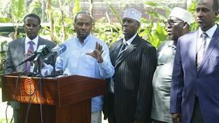 السناتور السابق مانديرا بيلو كيرو يحث المجتمع الصومالي على وقف استهلاك  القات.