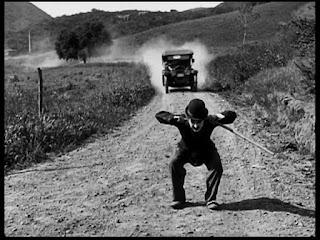 """Кадр из к/ф Чарли Чаплина """"Солнечная сторона"""" / Sunnyside (1919) - 31"""