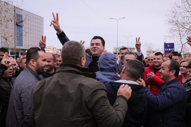 DP leader Lulzim Basha invides Fier citizens in the February 16 protest