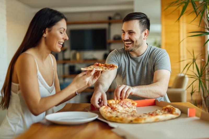 Yeni evli çiftler dikkat! Bu hatalar kilo almayı hızlandırıyor!