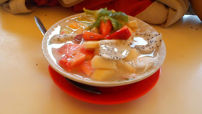 foto es buah segar dalam mangkok