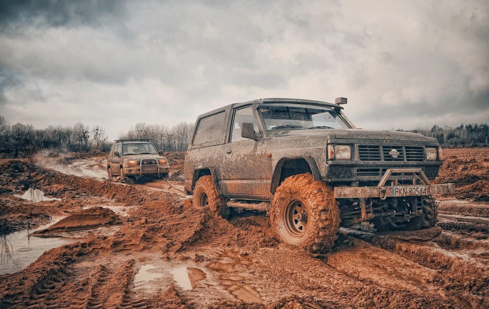 Nissan jeep , mitsubishi pajero, wheeling on mud