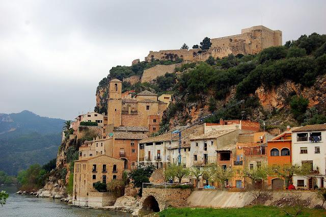 cases de Miravet