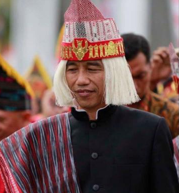 Topi Batak yang dipakai Jokowi