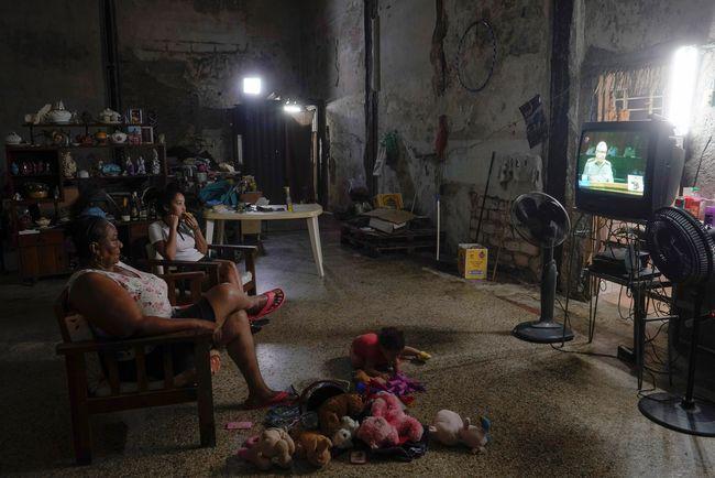 Kominfo Bakal Segera Padamkan Siaran TV Analog, Pengamat: Kenapa Warga Miskin Terus Dibebani Begini?