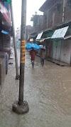 बारिश का प्रलय : कहीं  दुकानों में घुसा पानी तो कहीं जमींदोज हुए मकान