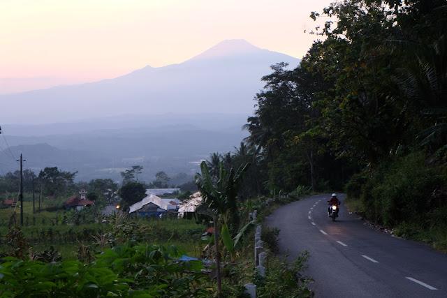 gambar gunung slamet