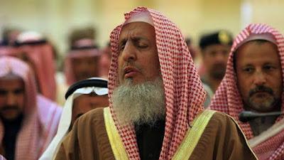 Arab Saudi Imbau Salat Idul Fitri di Rumah Selama Wabah Covid-19
