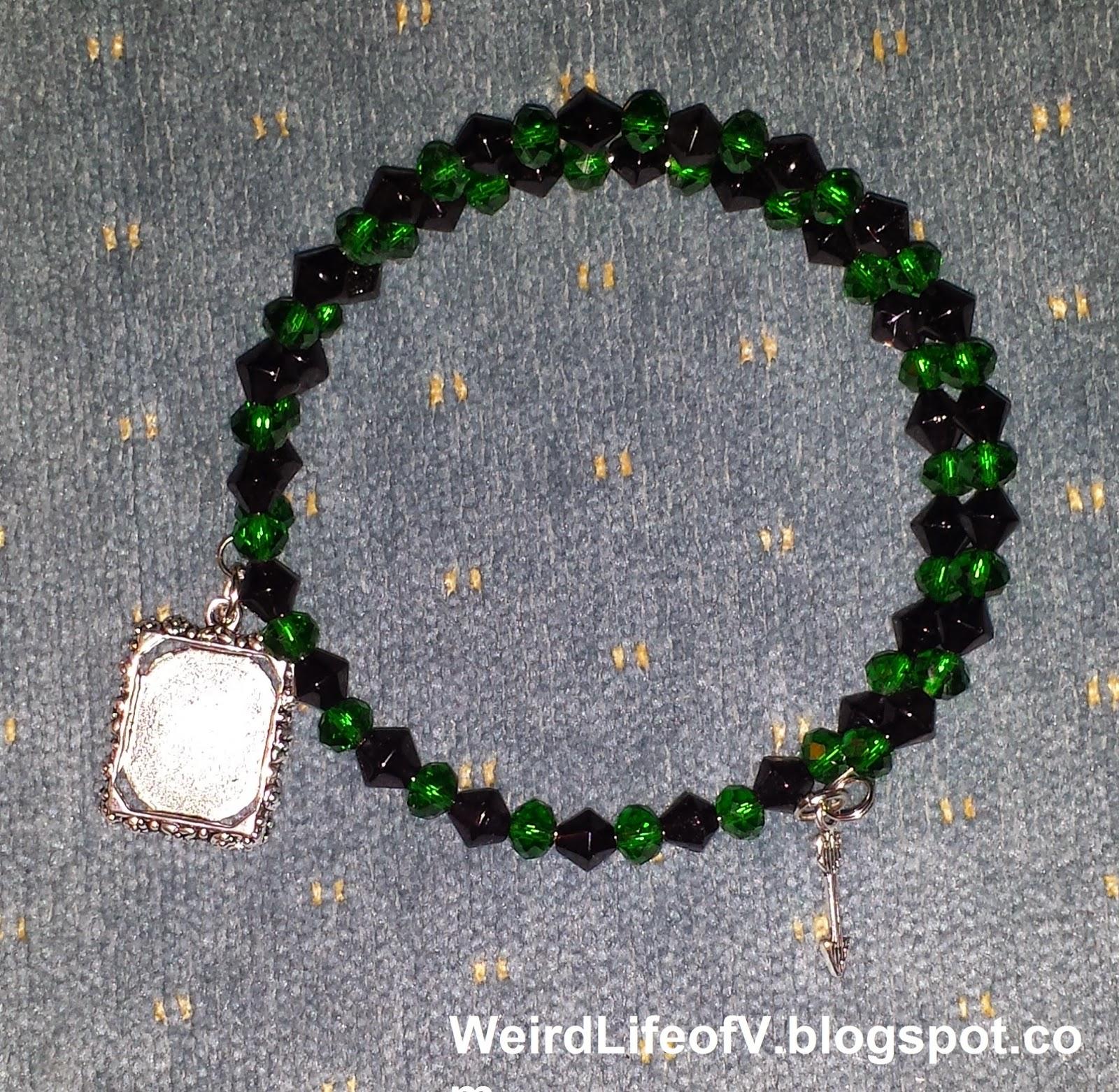 DIY: Green Arrow inspired beaded memory wire bracelet
