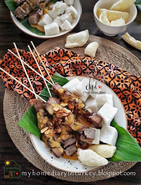 INDONESIAN FOOD RECIPE; SATE PADANG / Padang style Satay   Çitra's Home Diary. #Indonesiansatay #satayrecipe #Padangstylesatay #resepsatepadang #anekasate #resepsate #satayrecipe #satayfoodphotography #chickensatay #offalrecipe #endonezyamutfağı