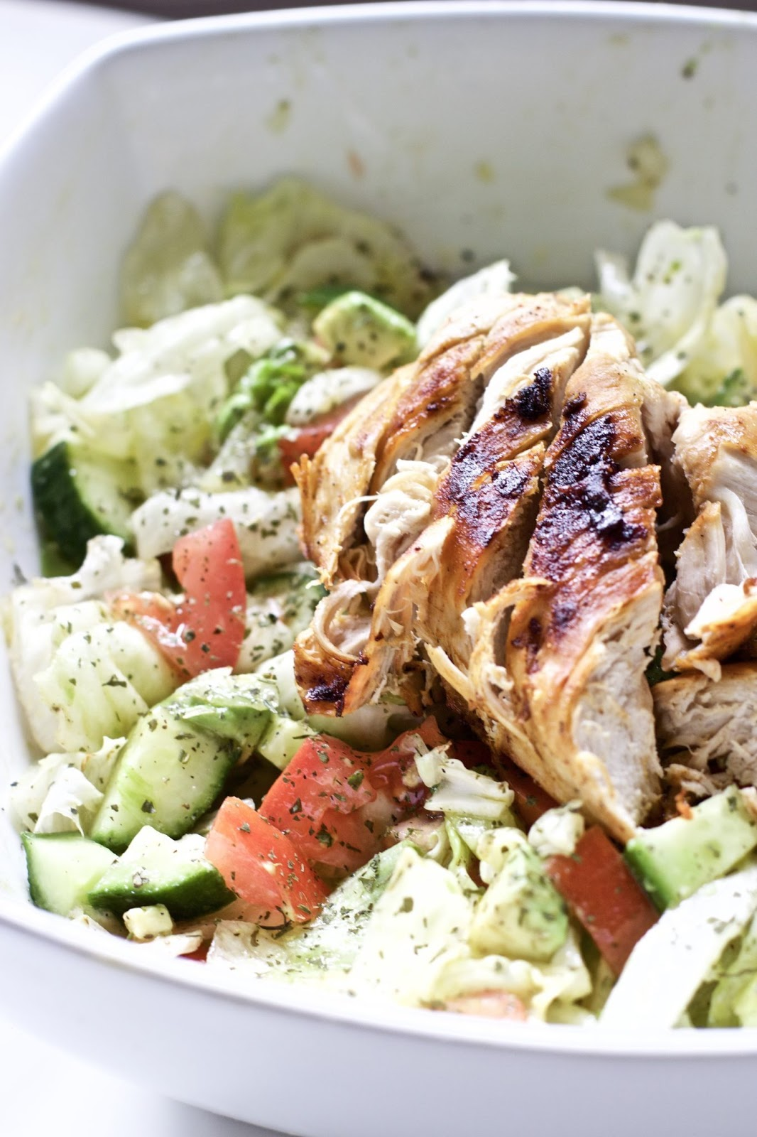 BLACKENED CHICKEN AND AVOCADO SALAD #diet #salad #chicken #healthydiet #kategonic
