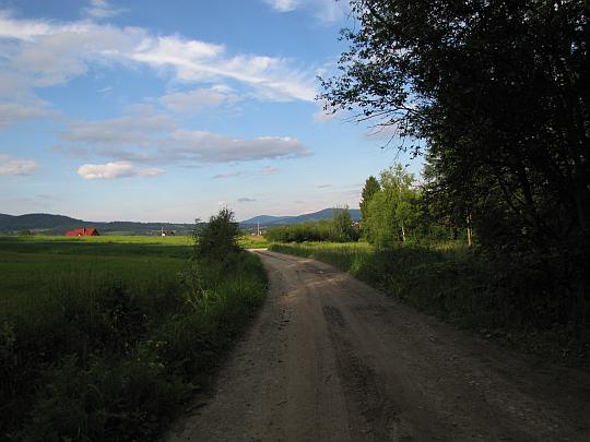 Pola wsi Bystra.