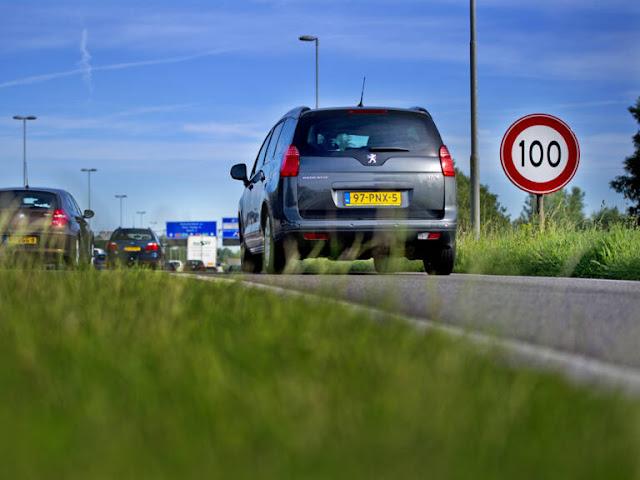 هولندا.. الحكومة الهولندية تدرس خطط لتخفيض السرعة من 130 إلى 100 كلم بالساعة والسبب