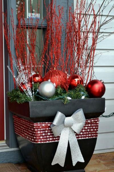 Как украсить свой двор на новогодние праздники и Рождество?