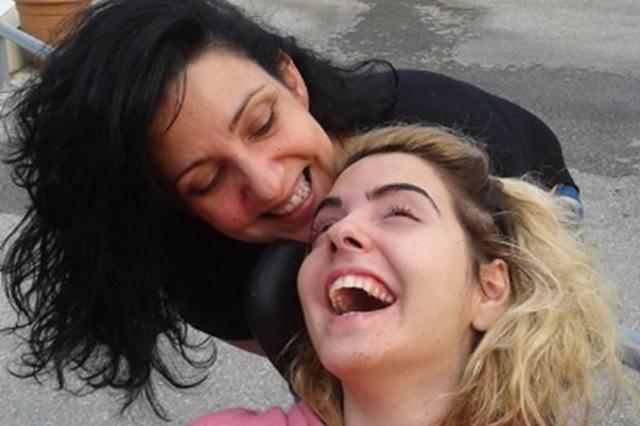 Δύναμη ψυχής από την Ασπασία που έκανε το πρώτο της μπάνιο 7 χρόνια μετά την τραγωδία στο Άργος