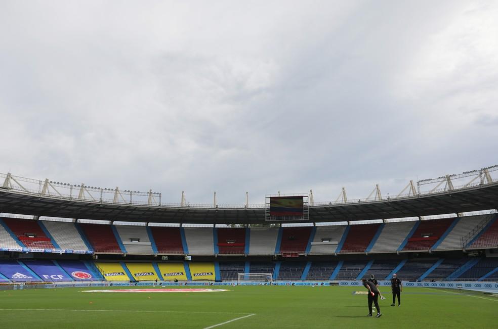 Estádio metropolitano de Barranquilla com as arquibancadas vazias