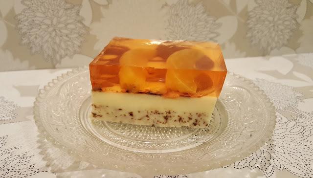 Sernik na zimno z mandarynkami i czekoladą.