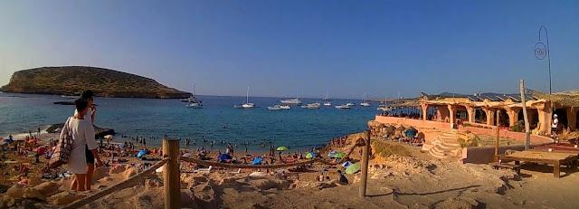 Plaża hipisów. Platja de Comte. Ibiza